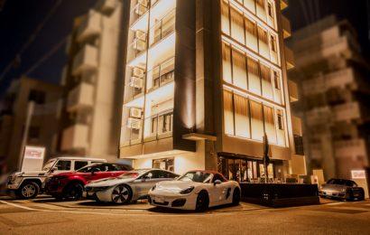 沖繩新開飯店好狂!7款百萬跑車免費任你開 機場接送、酒吧暢飲都免錢